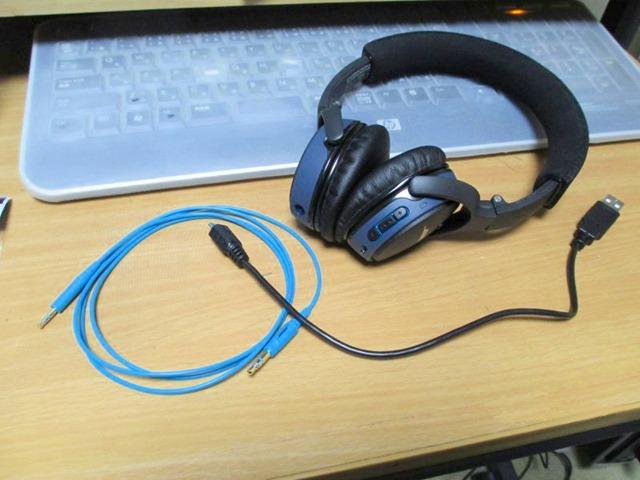 USB充電ケーブルとオーディオケーブル
